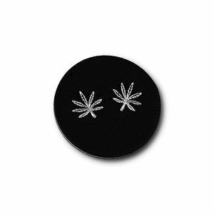 Zilveren oorknopjes Cannabis