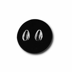 Zilveren oorknopjes Cowrie shell