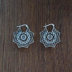 Zilveren oorbellen Jinpa