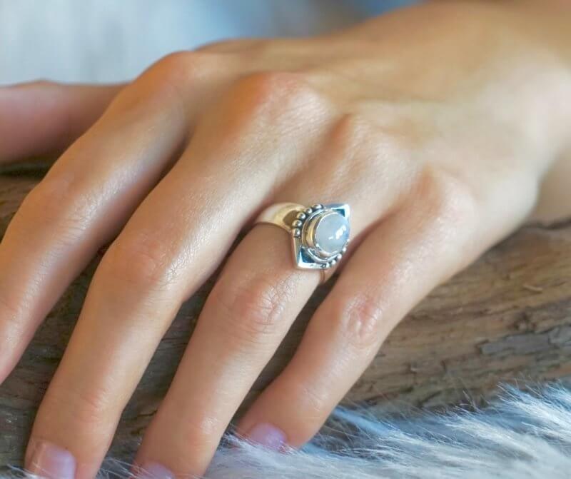Zilveren ring met natuursteen