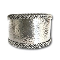 Zilveren hammered armband