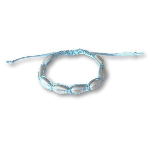 Armbandje schelpjes lichtblauw