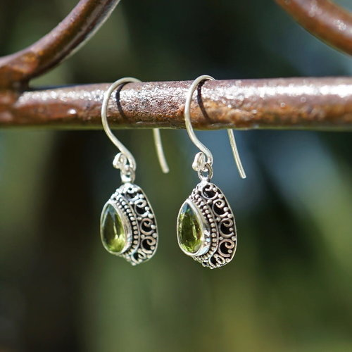 Zilveren oorbellen Peridot