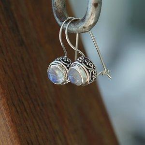 Zilveren oorbellen Maansteen Bali style
