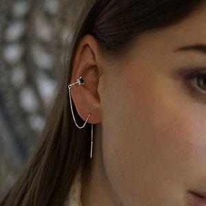 Zilveren earcuff threader black star