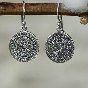 Zilveren oorbellen Mandala