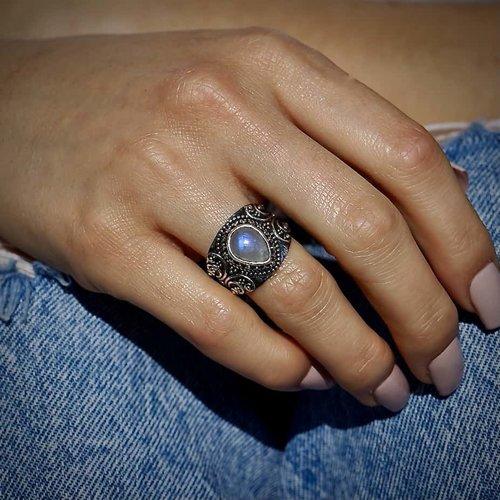 Zilveren ring met Maansteen Azra