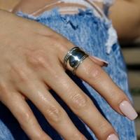 Zilveren brede Bali ring Tabanan