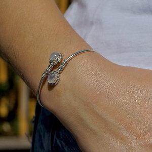 Zilveren bangle armband Maansteen