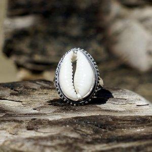 Zilveren Cowrie shell  ring