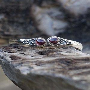 Zilveren edelsteen bangle Vanida Granaat