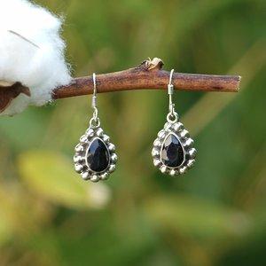 Zilveren zwarte Saffier oorbellen