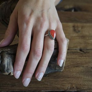 Zilveren ring Rode Koraal druppel