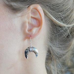 Zilveren oorbellen Maansteen maan