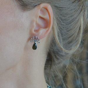 Zilveren oorknopjes Lotus Labradoriet