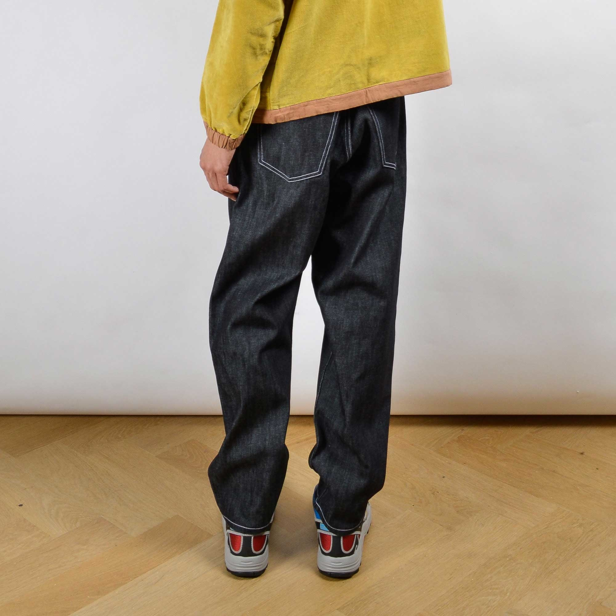 non-sustainable-denim-jeans-relaxed-fit-oallery