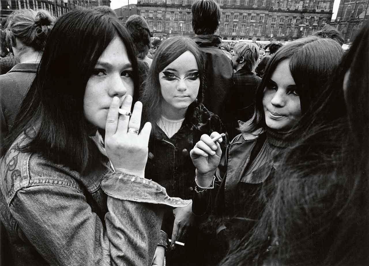 smoking teenage girls in the 60's