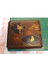 Japanse lak doosje roestbruin met haantjes 17 x 14 x 6 cm