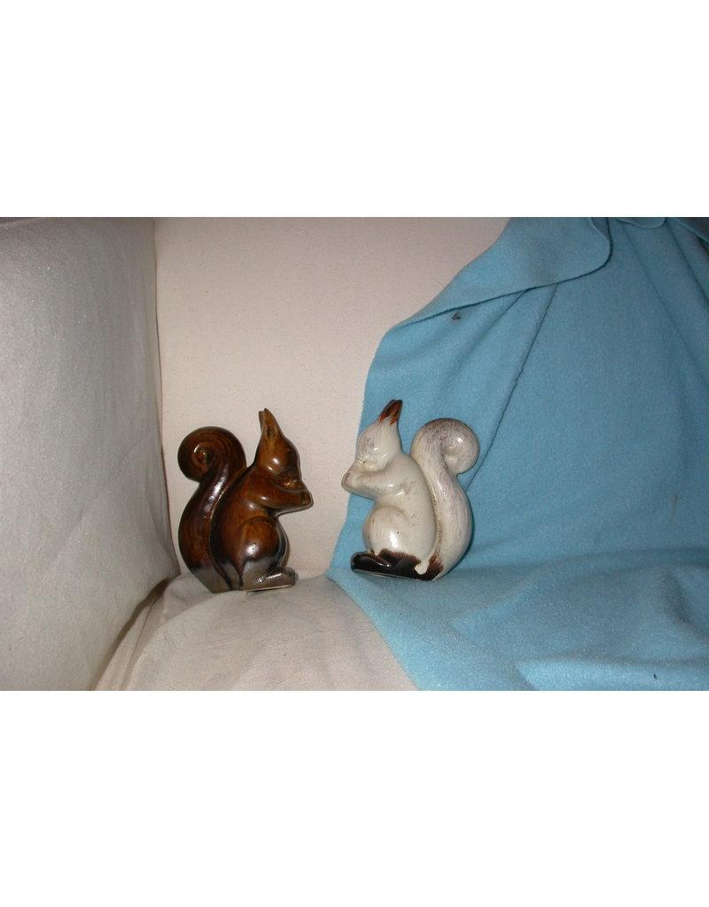 plateel Eekhoorns een bruine en een witte art deco