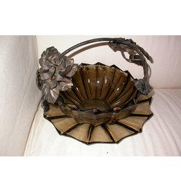 Booms Rookglas mand met metalen armatuur met rozen
