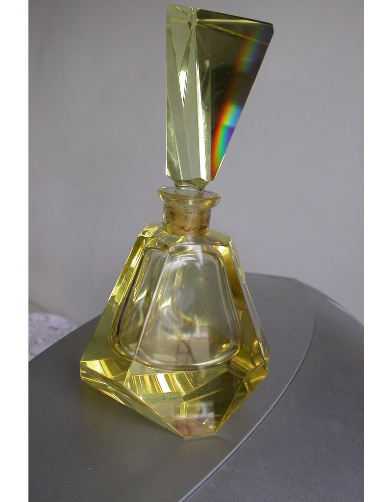 Spectaculaire parfumfles groot geel kristal geometrisch transparant