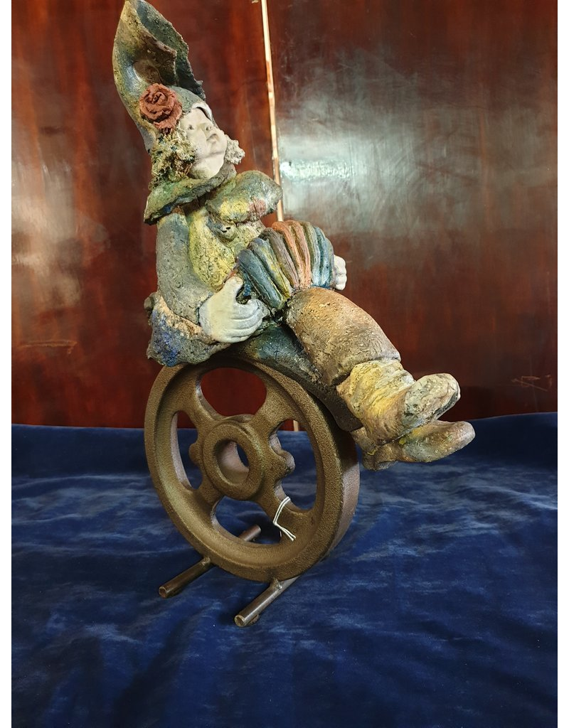 An Rijpers Harmonica speelster uit circus  op fiets keramiek