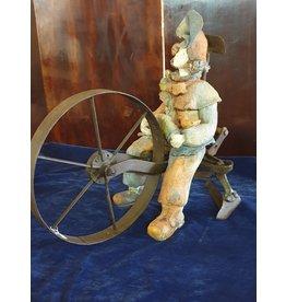 An Rijpers Circusartieste op ploeg keramiek