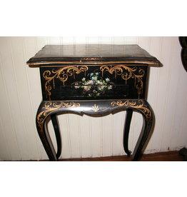Zwart houten naaitafeltje met klaptafel victoriaans bloemdecor