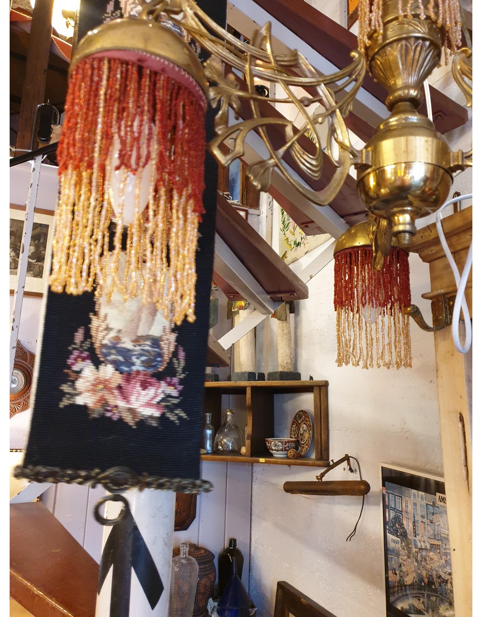 Art nouveau kralen kroon messing met rode en goudkleurige franje