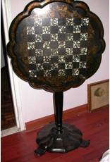 Jennens and Bedridge Subliem 19e eeuws' schaak tafeltje met parelmoer velden en ormolu decoratie