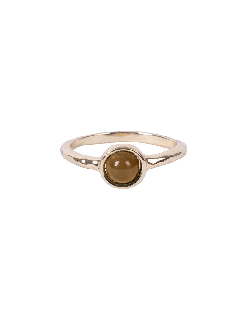 Zusss Ring met steentje goud-muskaat maat 16