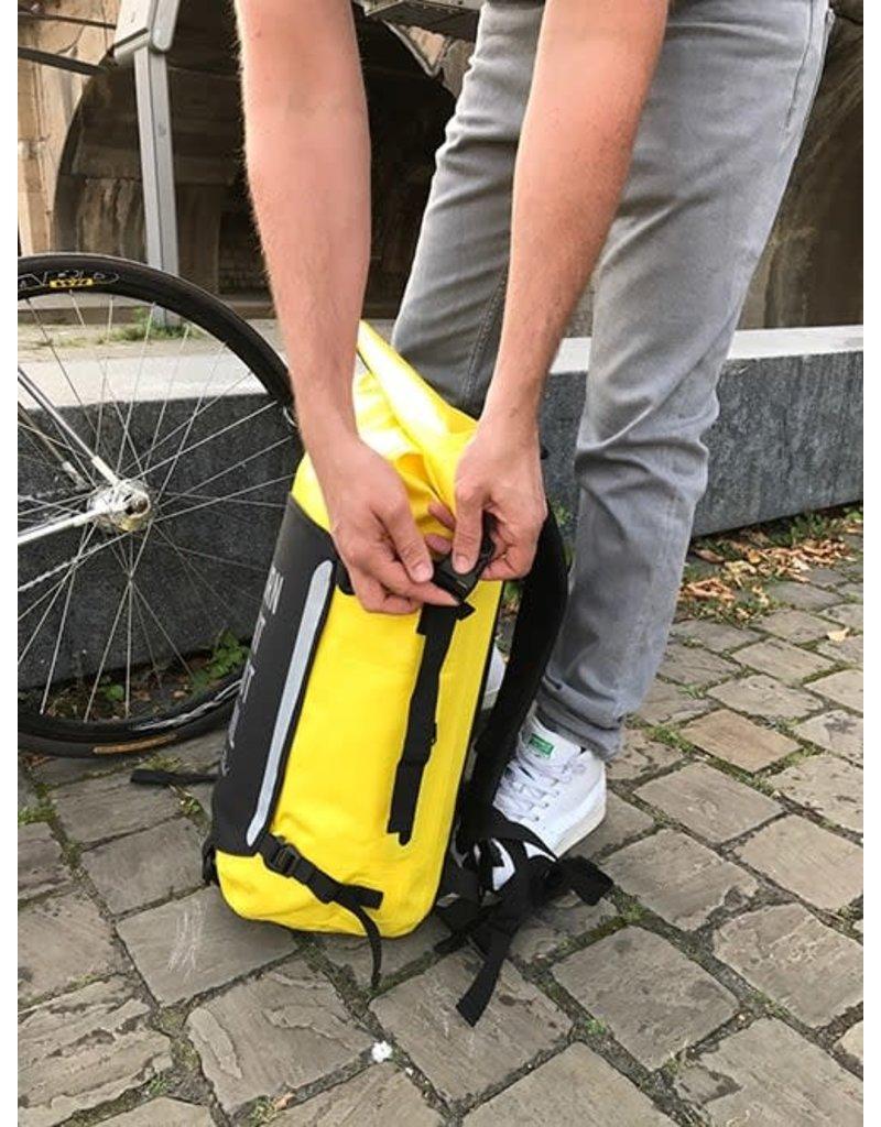 THE VANDAL Waterproof Rugzak Geel - Burn fat not oil