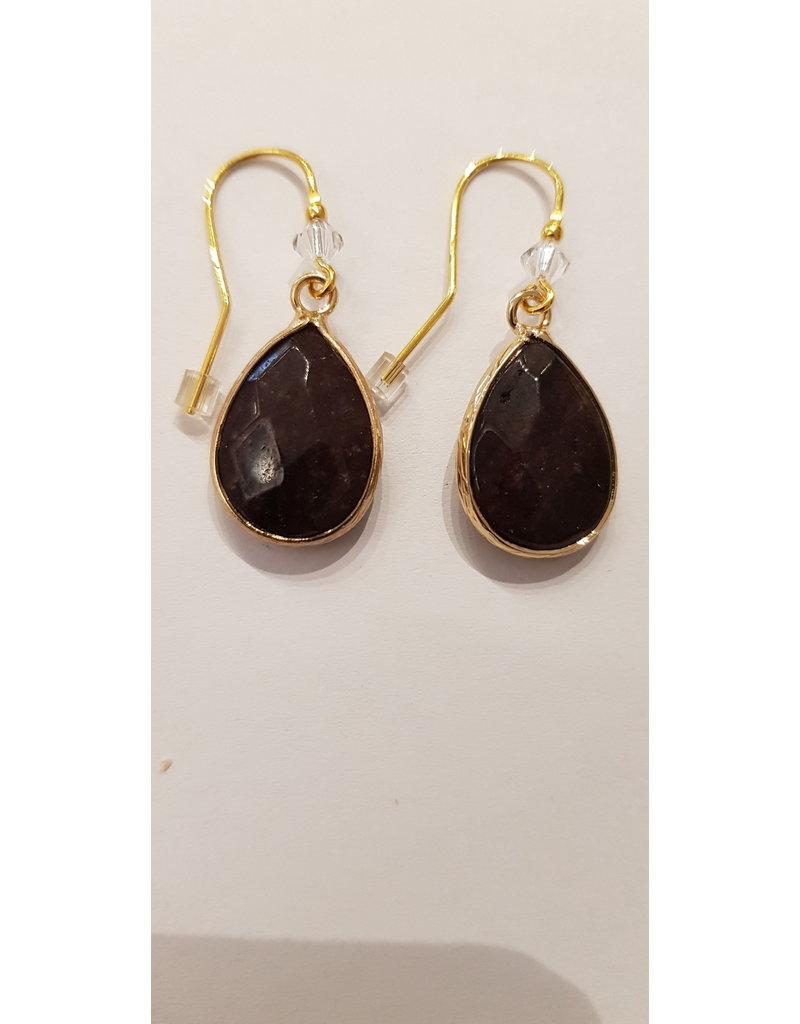 La Petite Rooze Oorhanger goud kleine glaskraal + grote druppelvormige bruine steen