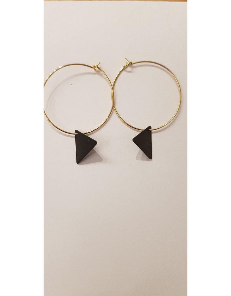 Maison Delclef Oorbel goud met zwarte driehoek