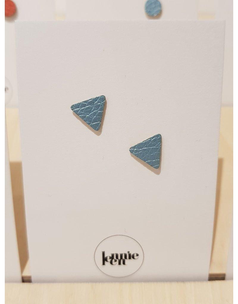 Lennie Leen Oorstekers - Leder lichtblauw driehoekje