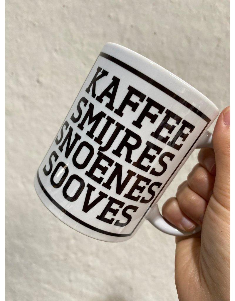 Urban Merch Mok 'Kaffee smijres snoenes sooves'
