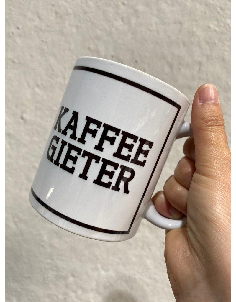 Urban Merch Mok 'Kaffee gieter'