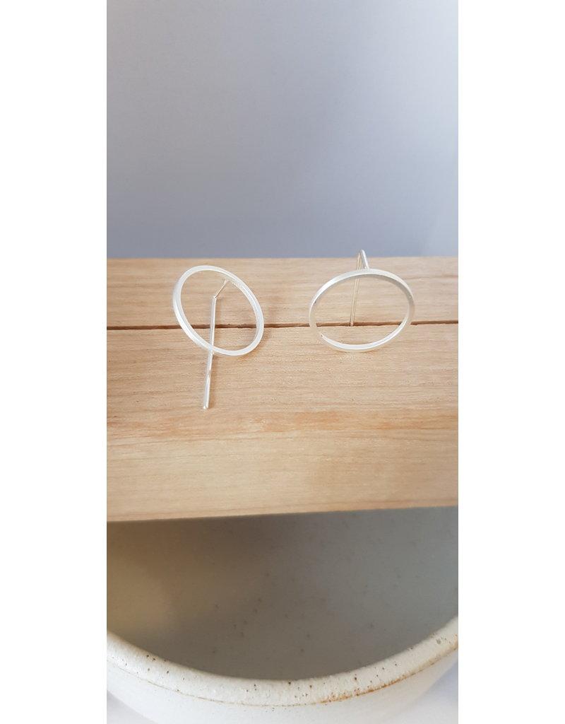 Katwalk Zilver Zilver oorstekers - cirkel met rechte staaf