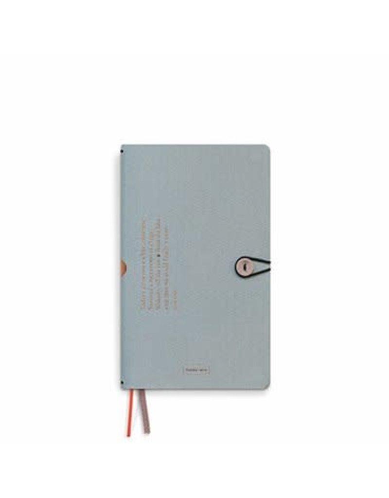 Tinne+Mia Notitieboekje met linnen kaft en knoopje - cloud