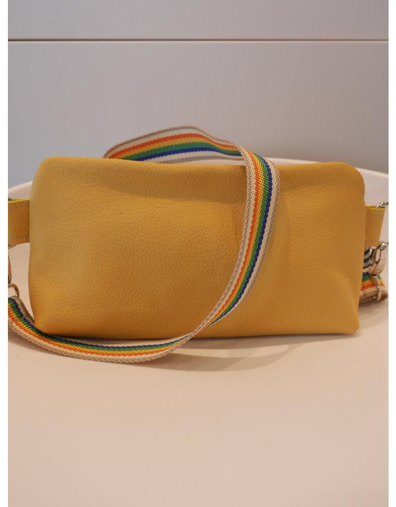 Maison Delclef Cross-body tasje geel - riem in regenboogkleuren