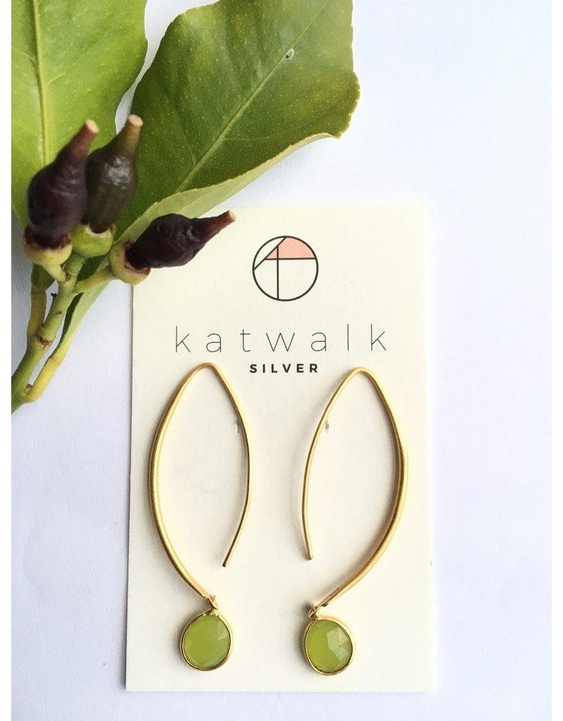Katwalk Zilver Verguld zilveren oorhanger met lichtgroene steen