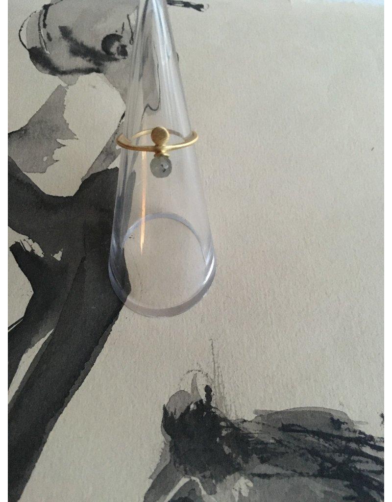 Katwalk Zilver Verguld zilveren fijne ring met hangend steentje grijsgroen