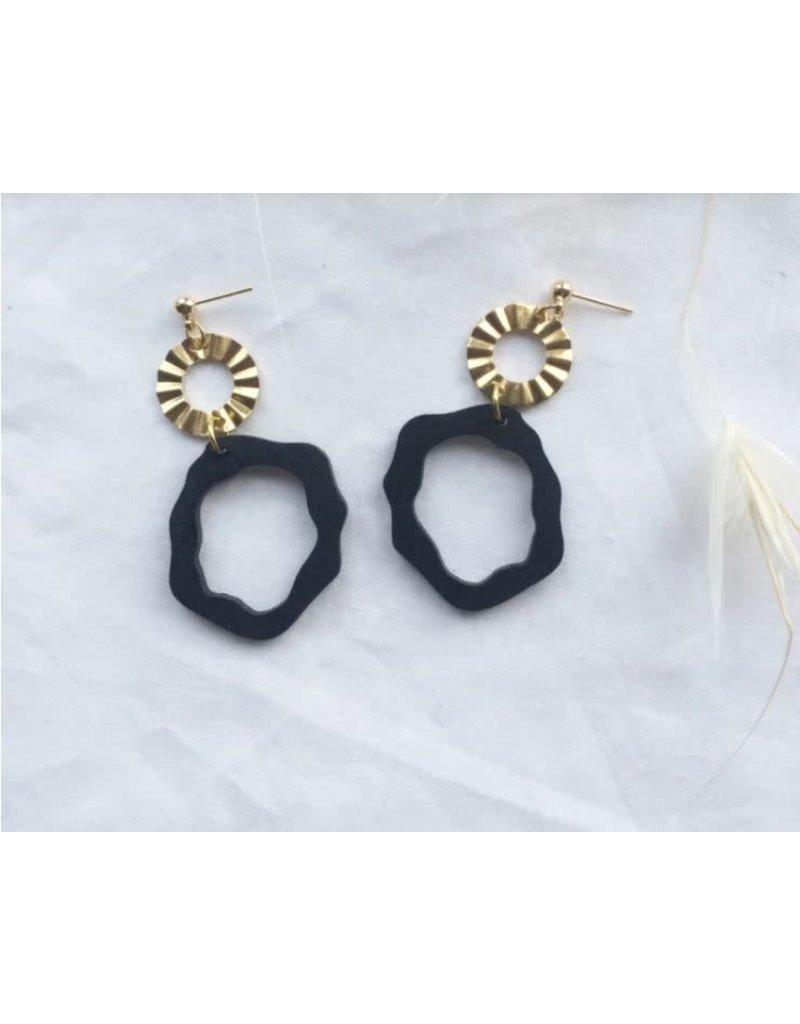 Woood Jewels Oorstekers - goudverguld + hout - Nina zwart