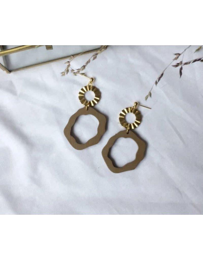 Woood Jewels Oorstekers - goudverguld + hout - Nina camel