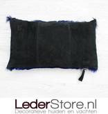Springbokhuid kussen donker blauw geverfd 45x30cm