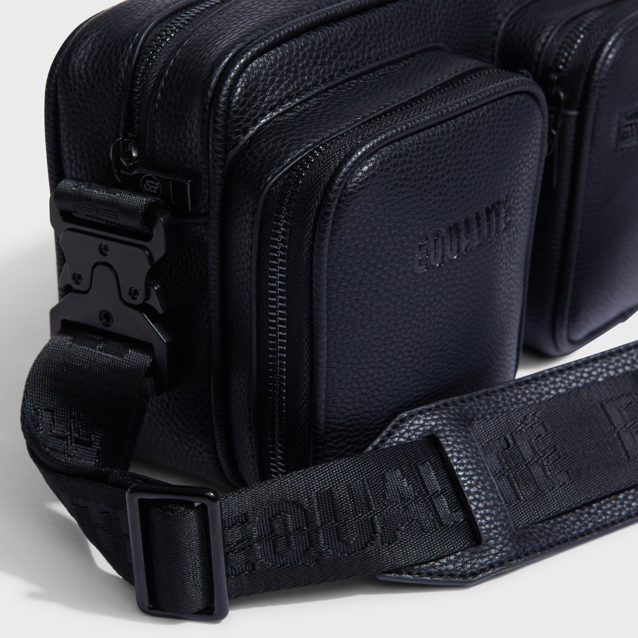Pocket messengerbag black-5