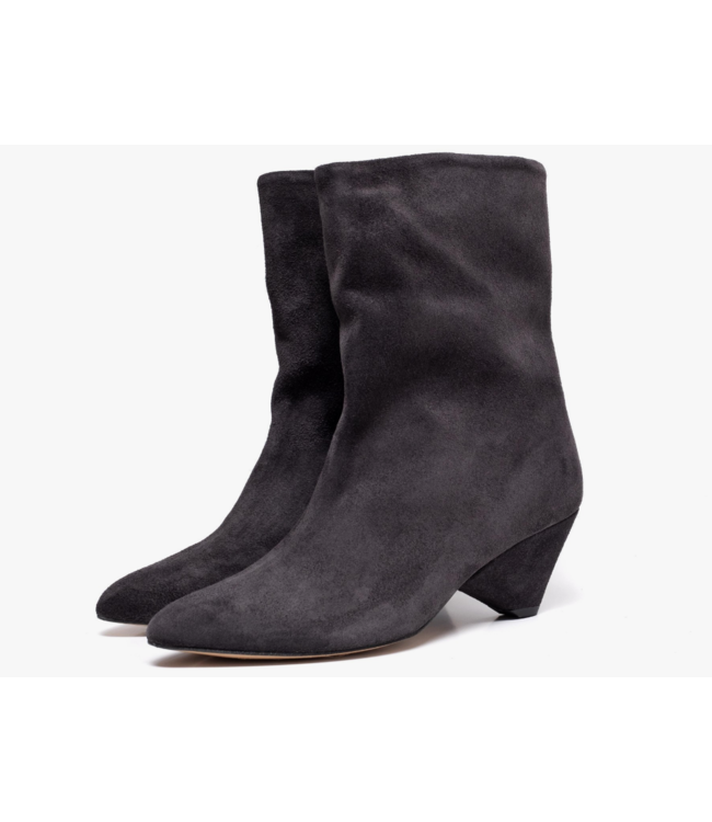 Vully Suede