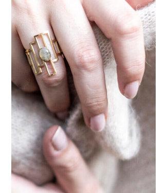 Ellen Beekmans Design ring met ovale gemstone