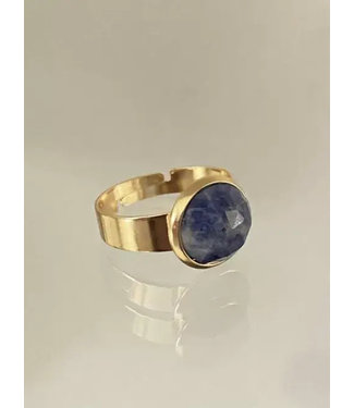 Ellen Beekmans Ring met facet geslepen gemstone blauw