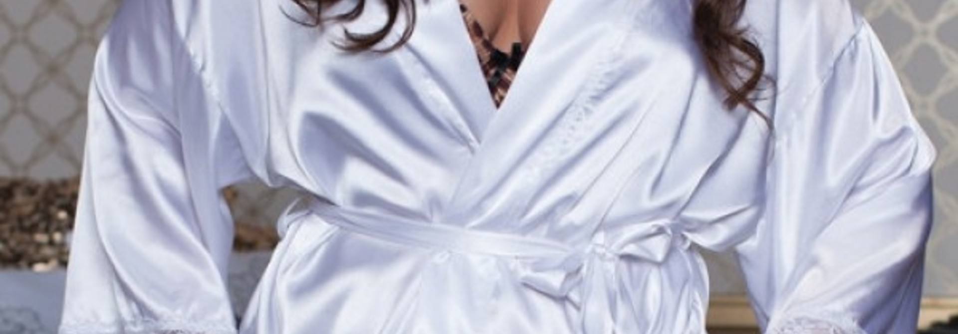 Wit satijnen kimono grote maten